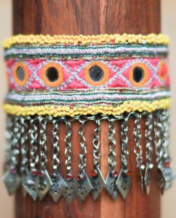 choker yellow beads pink